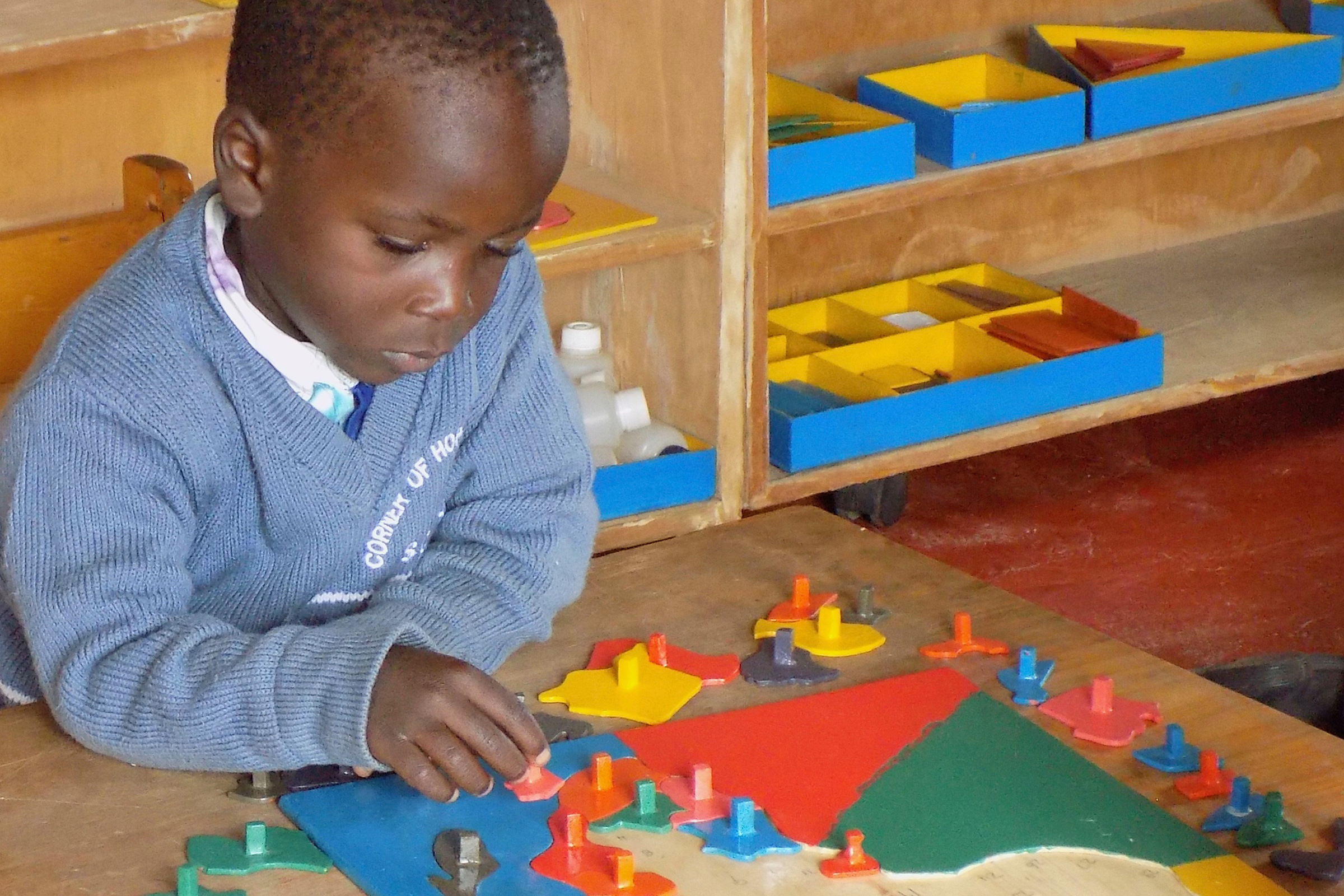 Child using puzzle map