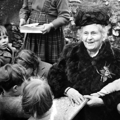 Maria Montessori with Children 01