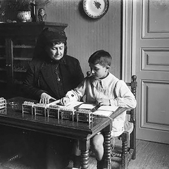 Maria Montessori with Children 04