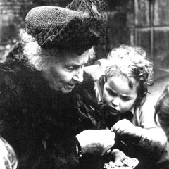 Maria Montessori with Children 05